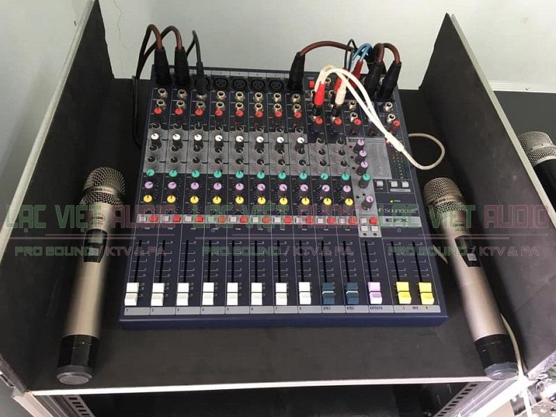 Bàn mixer và micro