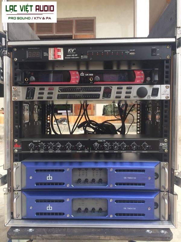 Feedback Behringer FBQ-2496 được sử dụng trong các dàn âm thanh sân khấu