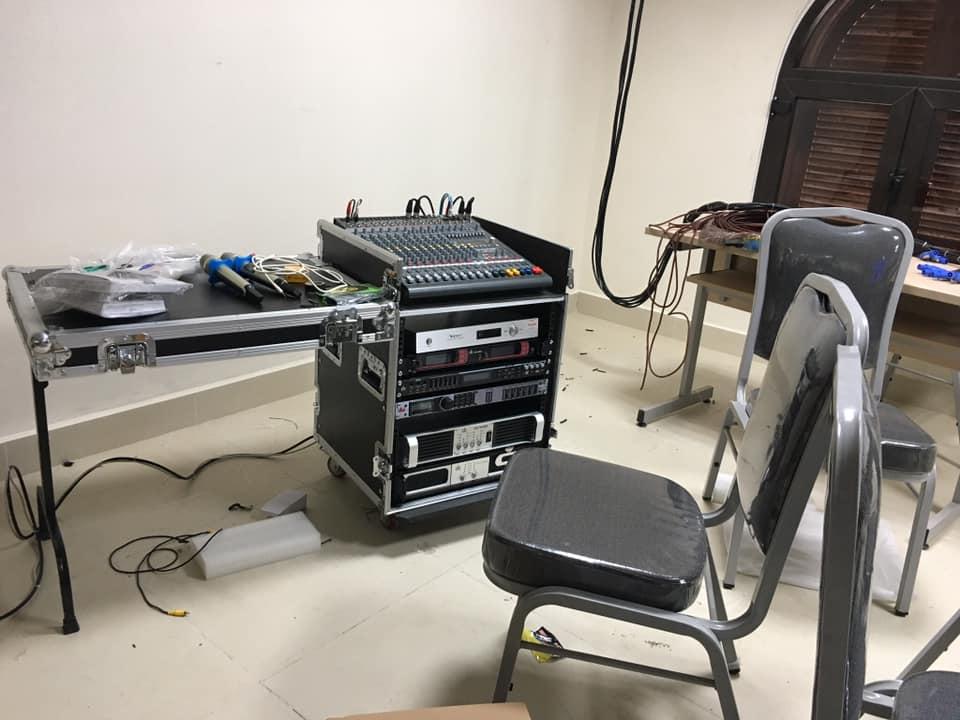 Micro không dây db uk-968 + tủ âm thanh + bàn mixer dynacord cms1000