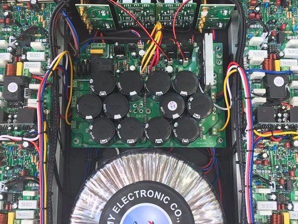 Cục đẩy RS804 thiết kế nội thất bên trong hầm hố