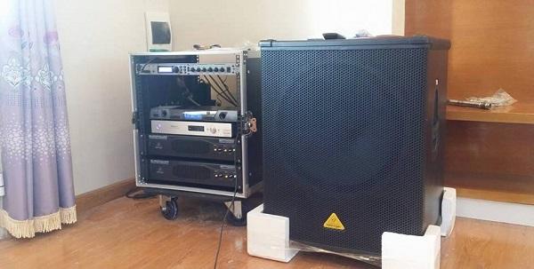 Các thiết bị chính được lắp đặt vào tủ rack