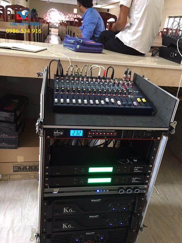 Hệ thống điều khiểu dàn âm thanh vận hành được đặt ở phòng kỹ thuật