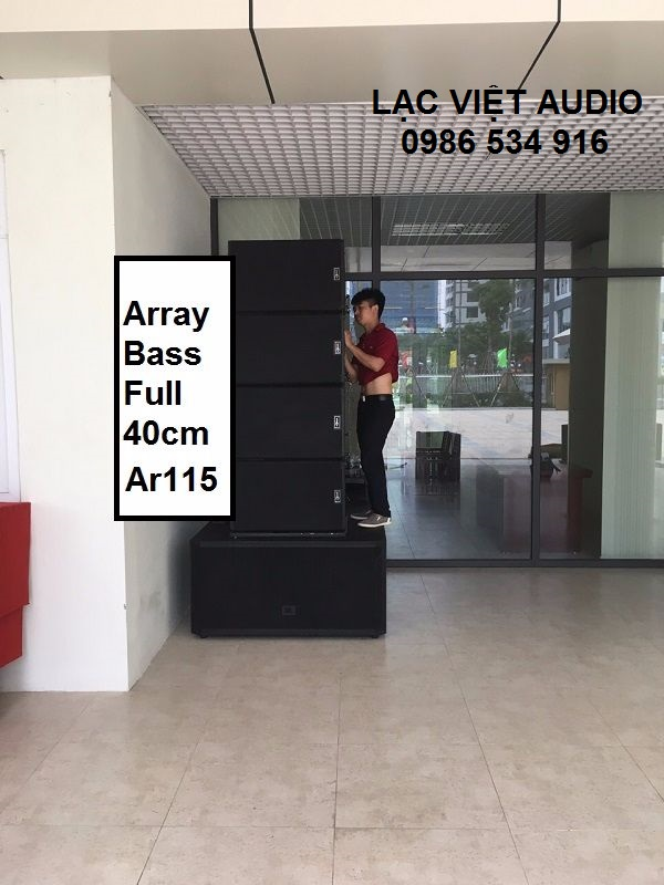 Kỹ thuật viên âm thanh Lạc Việt Audio lắp đặt hệ thống loa