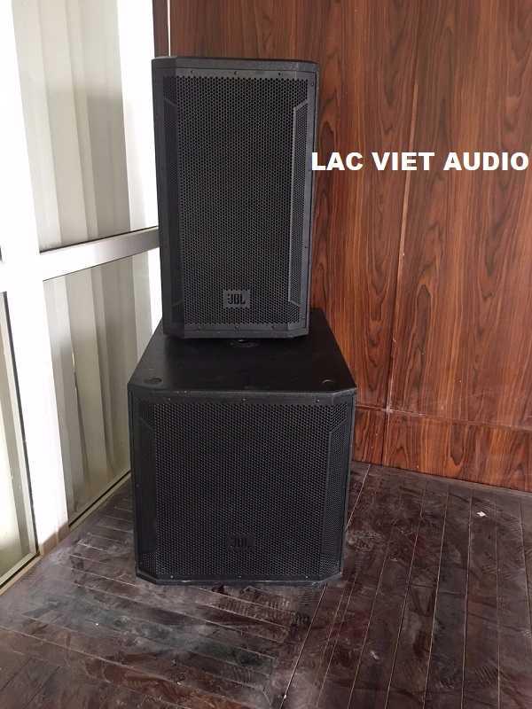 Loa JBL 815 và JBL 818S được lắp đặt trên sân khấu