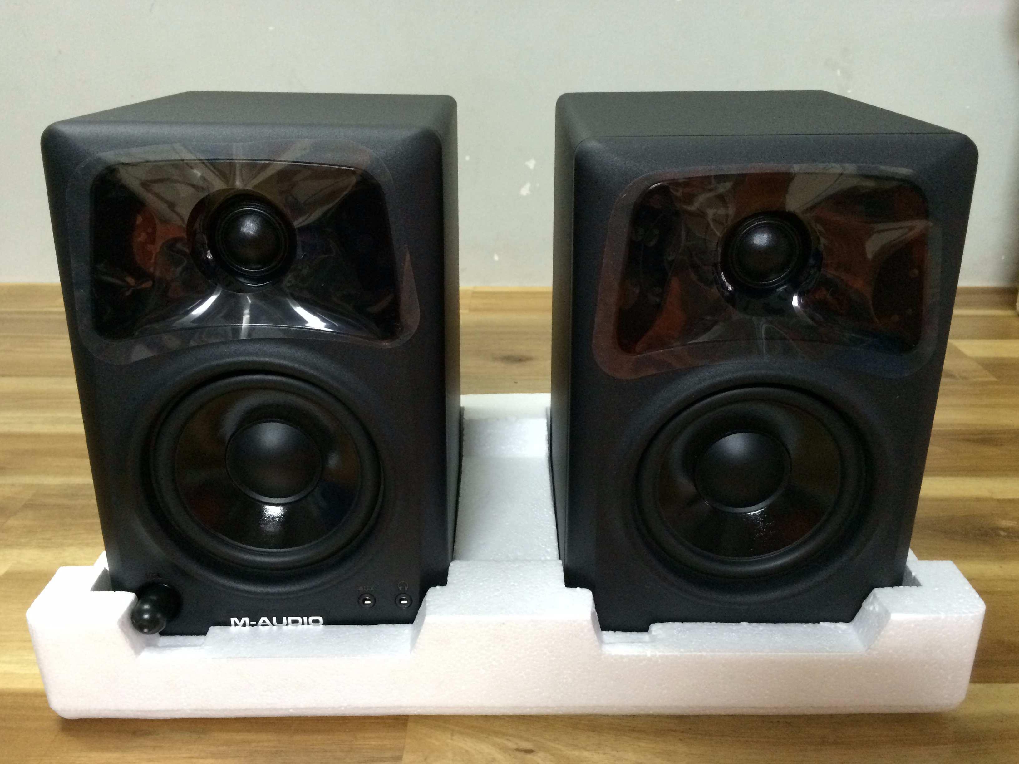 Loa kiểm âm M-Audio AV 42