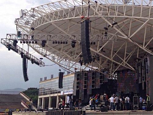 Loa array Pro sử dụng cho hệ thống âm thanh sân khấu ngoài trời