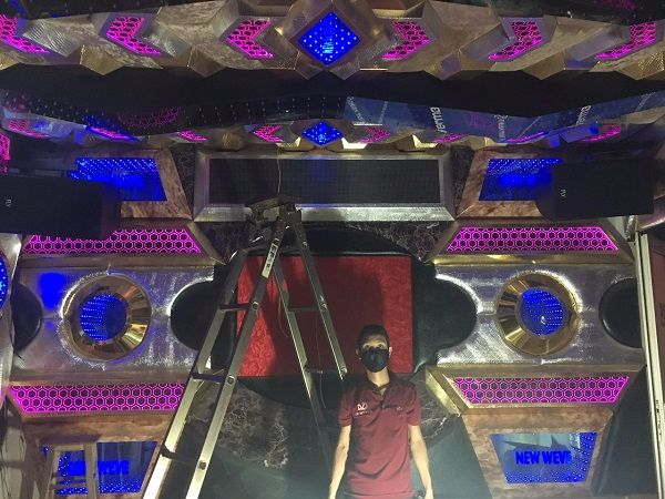 Loa FLY được lắp đặt trong phòng karaoke kinh doanh