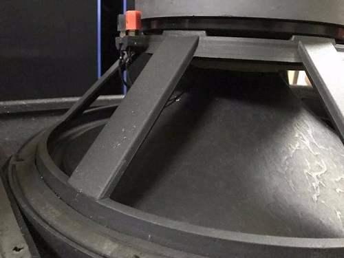 Xương bass và màng loa martin F15 được thiết kế chắc chắn và bắt mắt