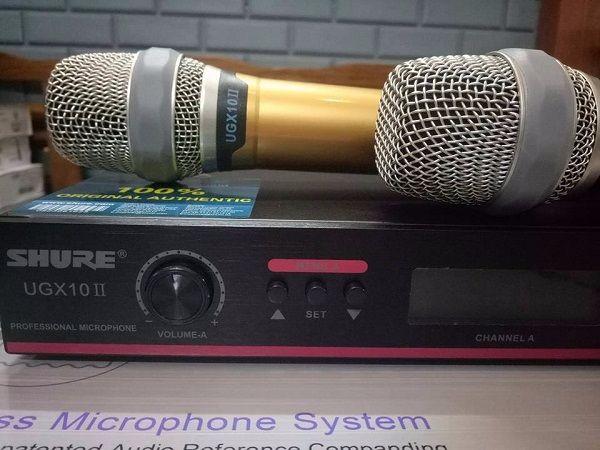 Tay cầm và đầu thu micro shure UGX10II