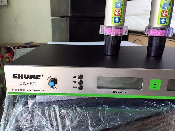Mặt trước Micro Shure UGX8II