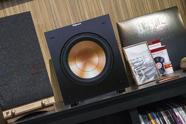Loa sub Klipsch R10SW sử dụng làm nội thất trang trí